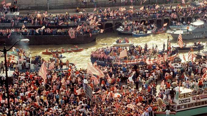 La Gabarra del Athletic Club durante el último alirón en 1984 - Odio Eterno Al Fútbol Moderno
