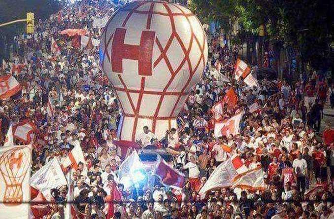 El globo aerostático es el símbolo de la hinchada de Club Atlético Huracán - Odio Eterno Al Fútbol Moderno