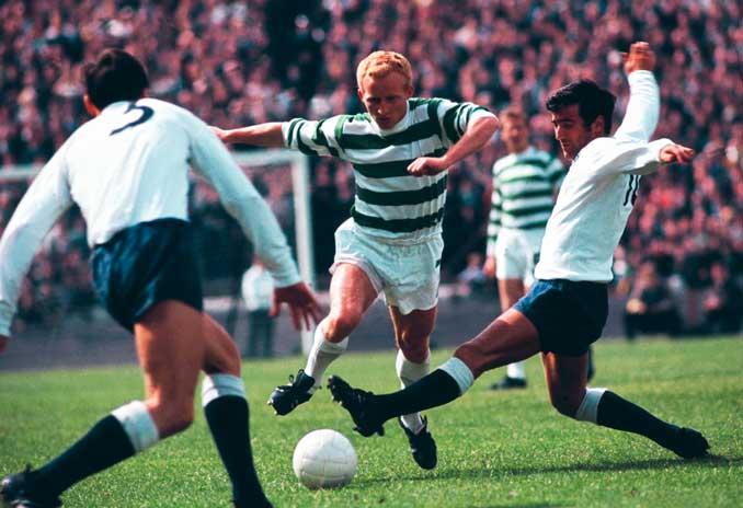 Jimmy Johnstone driblado rivales