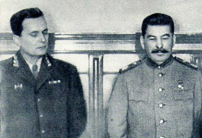 """A la izquierda el mariscal Josip Broz """"Tito"""", a la derecha Iosif Stalin - Odio Eterno Al Fútbol Moderno"""