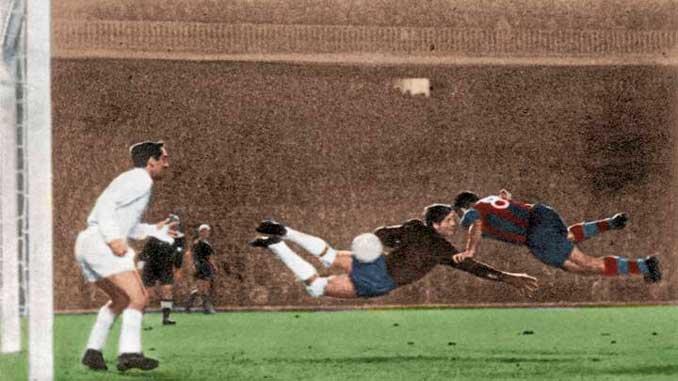 Evaristo marcó al Real Madrid uno de los goles más celebrados por la hinchada culé - Odio Eterno Al Fútbol Moderno