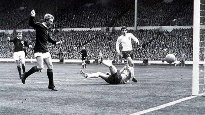 Law marcó uno de los tantos de la victoria escocesa en 1967