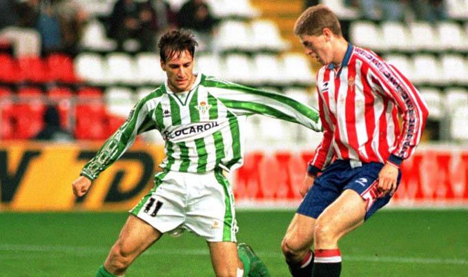 Alfonso Pérez y Sergio durante aquel Betis vs Sporting de Gijón de 1997 - Odio Eterno Al Fútbol Moderno