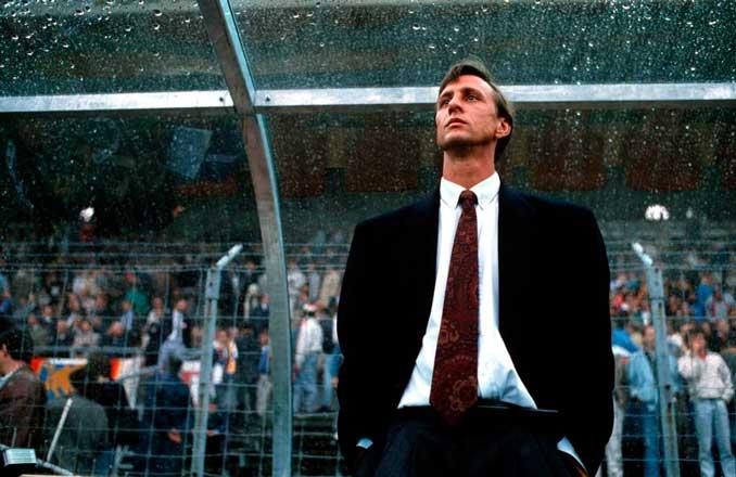 Un jovencísimo Johan Cruyff aterrizó en un banquillo muy difícil de gestionar - Odio Eterno Al Fútbol Moderno