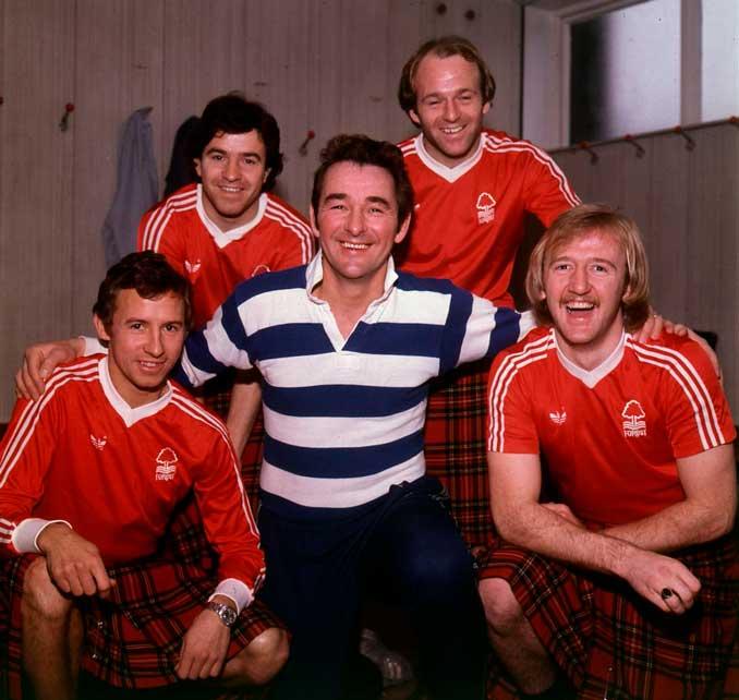 Brian Clough junto John McGovern, John Robertson, Archie Gemmill y Kenny Burns - Odio Eterno Al Fútbol Moderno