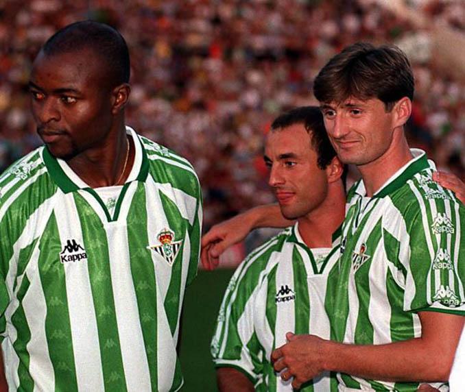 Finidi, Cuéllar y Jarni con la camiseta verdiblanca - Odio Eterno Al Fútbol Moderno
