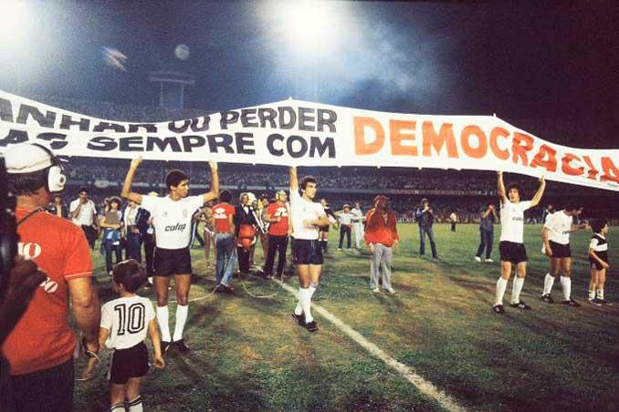 Los jugadores de Corinthians desafiaron a la autoridad clamando por la democracia