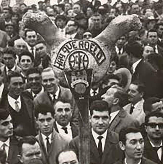 """""""Hai que roelo"""" rezaba la pancarta que acompañaba a los granate por los campos de España - Odio Eterno Al Fútbol Moderno"""