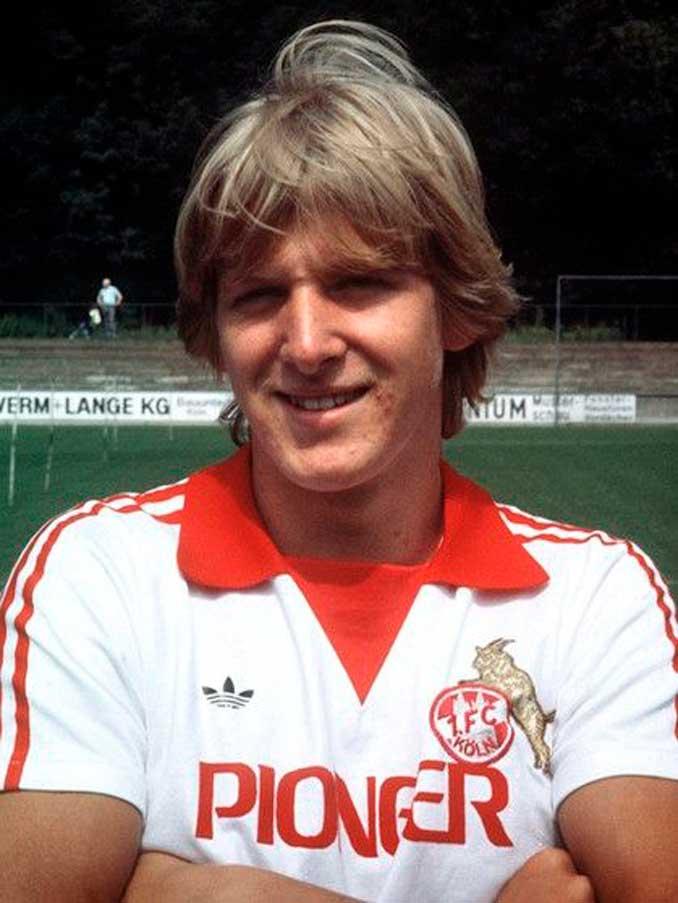 Un jovencísimo Bernd Schuster durante su etapa en el FC Colonia - Odio Eterno Al Fútbol Moderno