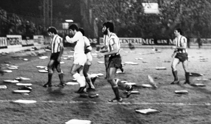 La lluvia de almohadilla paralizó el Sporting vs Real Madrid de 1979
