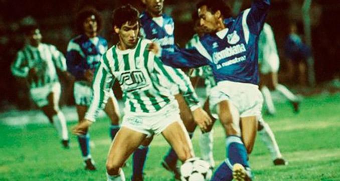 Andrés Escobar en un duelo entre Atlético Nacional y Millonarios de Bogotá