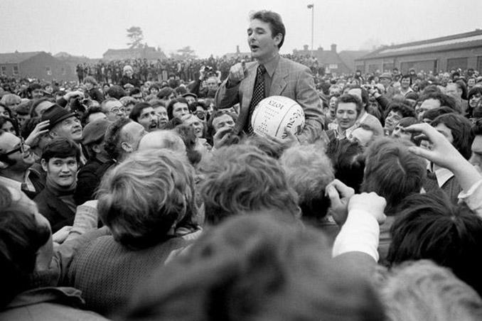 Brian Clough durante un Royal Shrovetide Football de los años '80 - Odio Eterno Al Fútbol Moderno