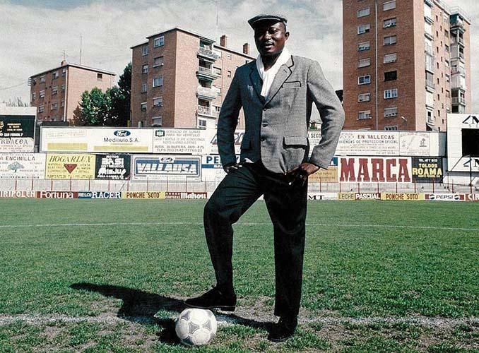 Wilfred con el traje tradicional de chulapo - Odio Eterno Al Fútbol Moderno