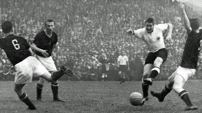 Helmut Rahn marcó el gol de la victoria - Odio Eterno Al Fútbol Moderno