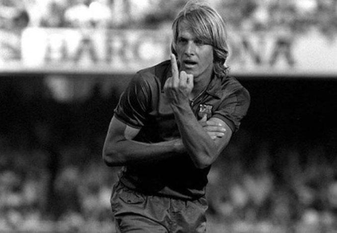 Schuster dedicó un corte de manga a la afición madridista en la final de Copa de 1983 - Odio Eterno Al Fútbol Moderno
