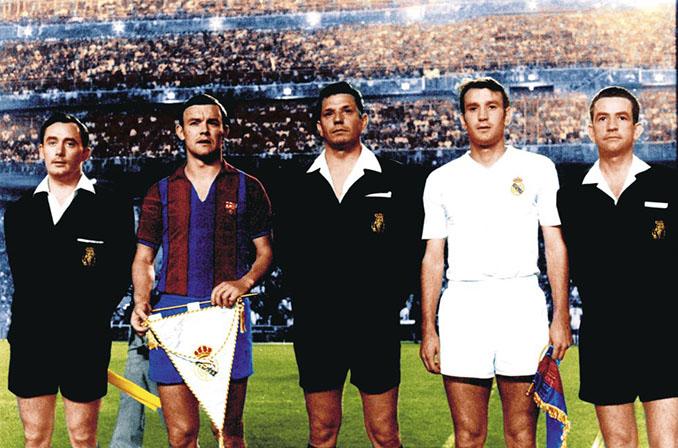 Intercambio de banderines en la final de las botellas - Odio Eterno Al Fútbol Moderno