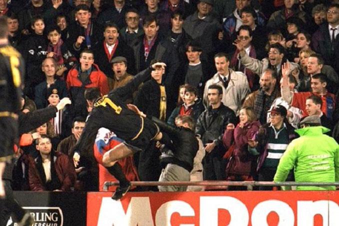 La patada de Cantona, la más famosa de la historia del fútbol - Odio Eterno Al Fútbol Moderno