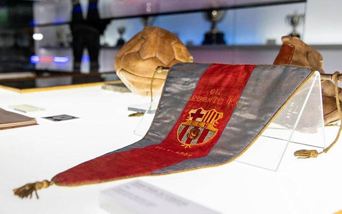 Este banderín en el museo culé conmemora la Liga del Mediterráneo - Odio Eterno Al Fútbol Moderno