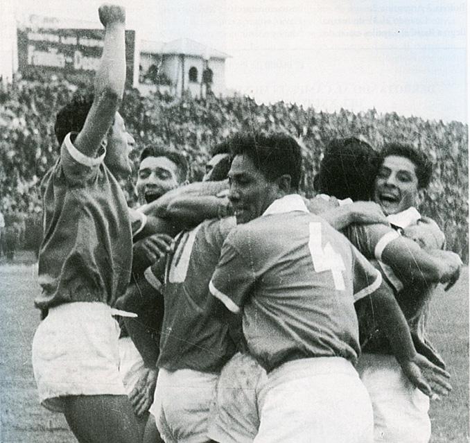 Bolivia celebrando un gol en la Copa América 1963 - Odio Eterno Al Fútbol Moderno