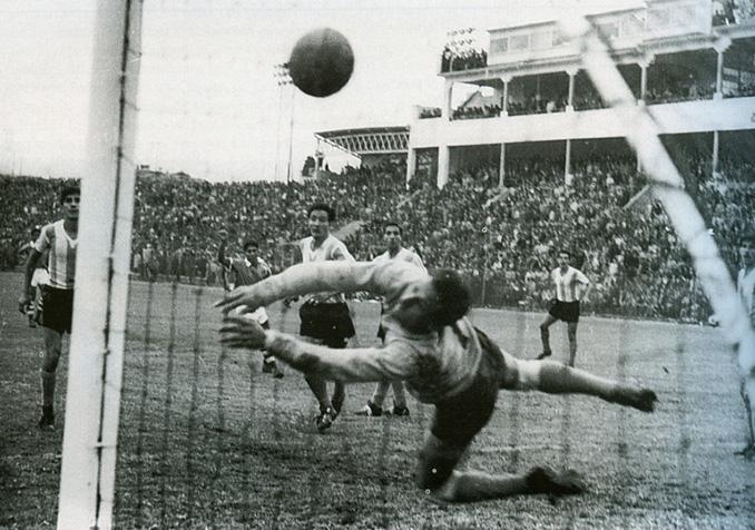 Wilfredo Camacho marcó el 3-2 frente a Argentina - Odio Eterno Al Fútbol Moderno