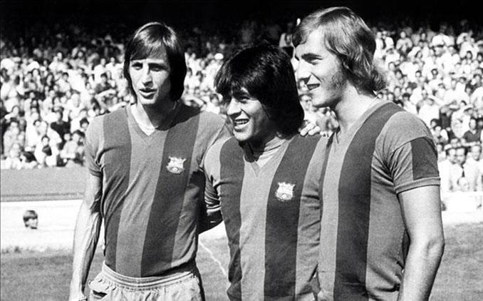 Johan Cruyff, Hugo Sotil y Johan Neeskens con la camiseta del Barça - Odio Eterno Al Fútbol Moderno