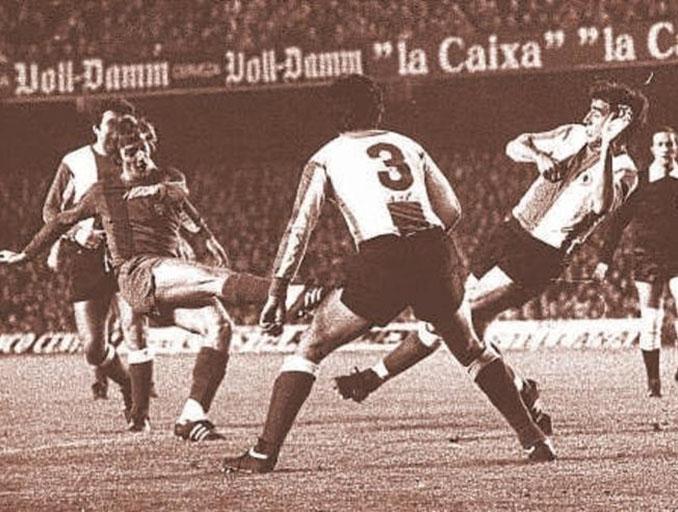 Neeskens debutó con el Barcelona el 3 de agosto de 1974 en el Rico Pérez - Odio Eterno Al Fútbol Moderno