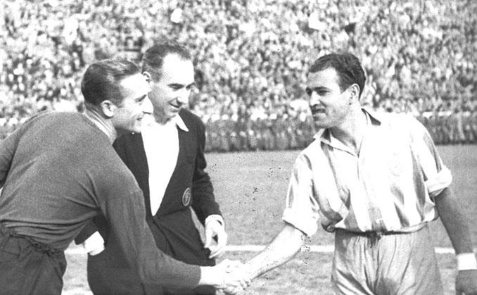 El capitán culé Josep Escolà en un encuentro de la Liga del Mediterráneo - Odio Eterno Al Fútbol Moderno