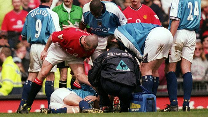 Keane increpando a Haaland tras su salvaje entrada - Odio Eterno Al Fútbol Moderno