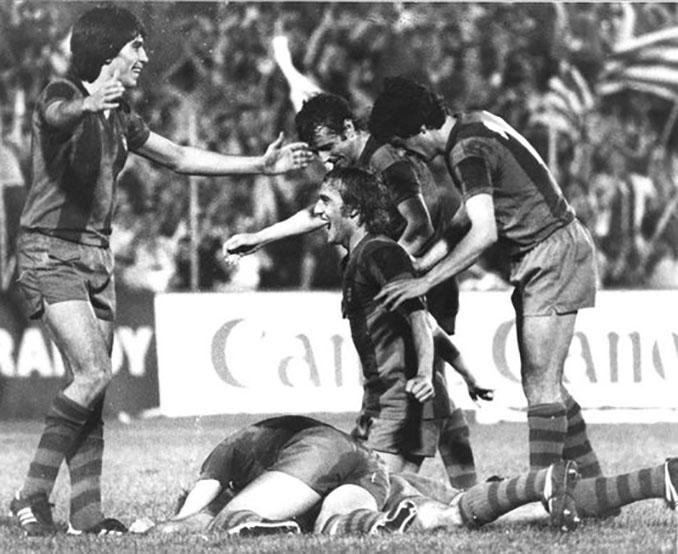 Jugadores del FC Barcelona celebrando la Recopa de Europa de 1979 - Odio Eterno Al Fútbol Moderno