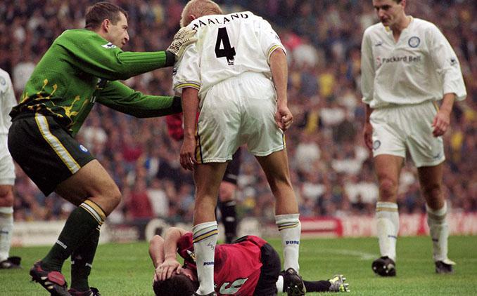 Haaland recriminando a Keane una entrada - Odio Eterno Al Fútbol Moderno