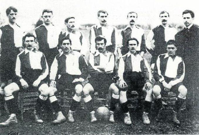 Alfred Mills, de pie, tercero por la izquierda junto a sus compañeros del Athletic Club - Odio Eterno Al Fútbol Moderno