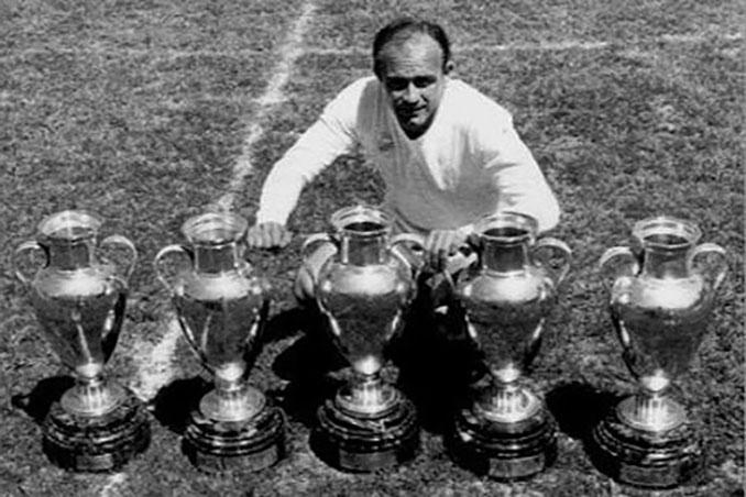 Di Stefano con sus 5 Copas de Europa - Odio Eterno Al Fútbol Moderno
