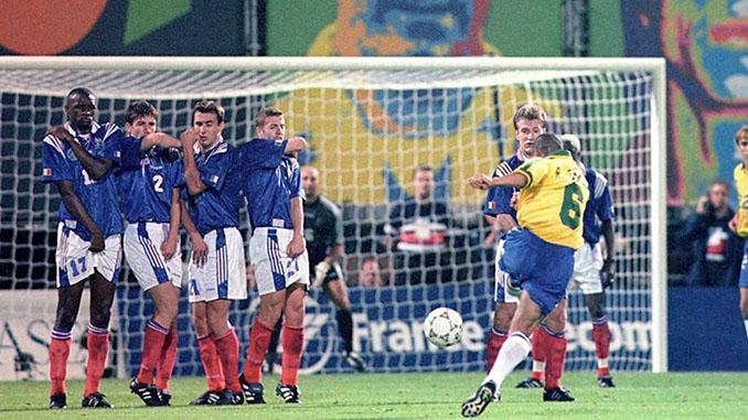 El gol de Roberto Carlos ante Francia ¿el mejor libre directo de la historia? (Fuente:www.foxsports.com.ar) - Odio Eterno Al Fútbol Moderno