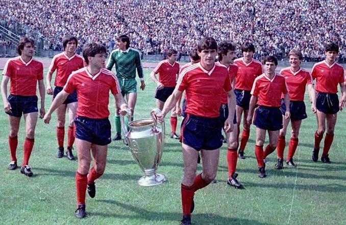 Celebración del Copa de Europa 1986 en el estadio del Steaua de Bucarest - Odio Eterno Al Fútbol Moderno