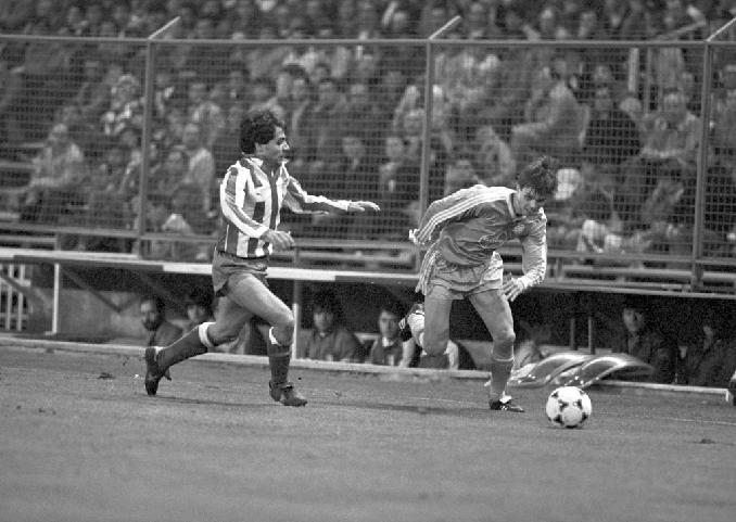 Tomás en el partido frente al Bayer 05 Uerdingen en 1986 - Odio Eterno Al Fútbol Moderno