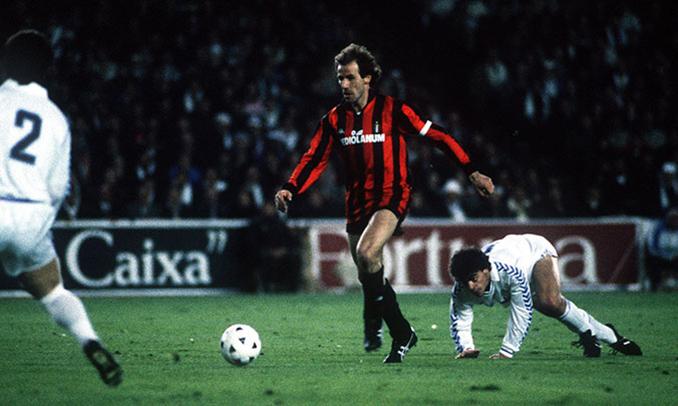 Franco Baresi en el duelo frente al Real Madrid de 1989 - Odio Eterno Al Fútbol Moderno