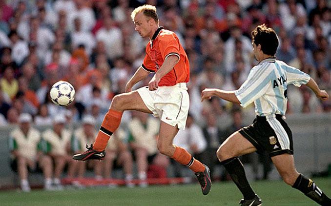 Gol de Bergkamp a Argentina en el Mundial de 1998 - Odio Eterno Al Fútbol Moderno