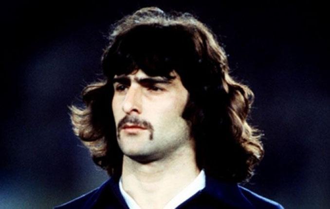 El bigote de Kempes dio mucho que hablar en el Mundial de 1978 - Odio Eterno Al Fútbol Moderno
