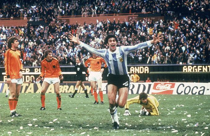 Icónica celebración de Kempes ante Holanda - Odio Eterno Al Fútbol Moderno