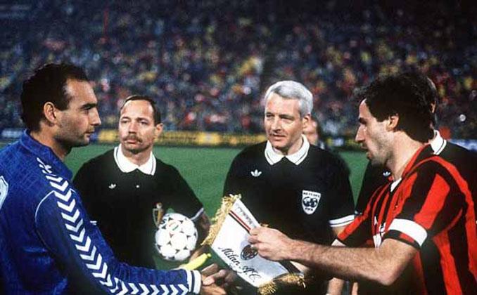Gallego y Baresi antes del AC Milan vs Real Madrid de 1989 - Odio Eterno Al Fútbol Moderno