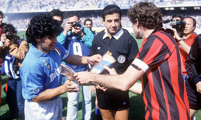 Maradona y Baresi antes de un Napoli vs Milan de la Serie A - Odio Eterno Al Fútbol Moderno