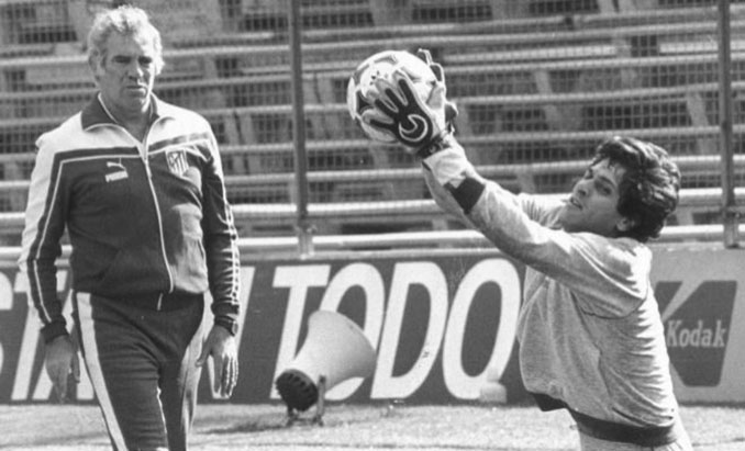 Luis Aragonés y Ubaldo Fillol en un entrenamiento del Atlético de Madrid - Odio Eterno Al Fútbol Moderno