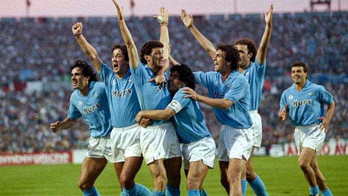 Los jugadores celebran uno de los goles de aquel Napoli vs Milan - Odio Eterno Al Fútbol Moderno