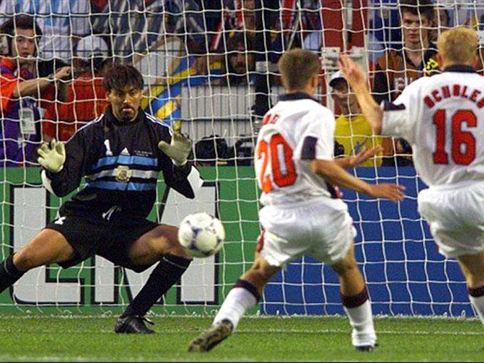 El gol de Owen a Argentina fue la presentación internacional del delantero inglés - Odio Eterno Al Fútbol Moderno