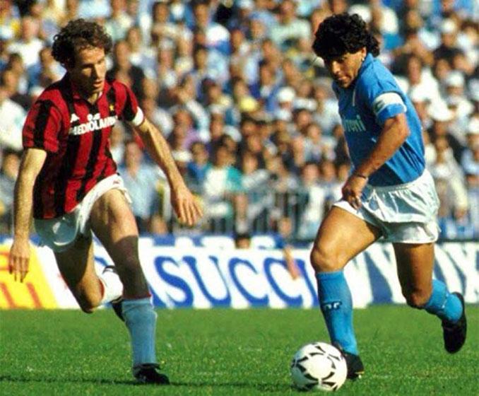Baresi y Maradona en un Napoli vs Milan - Odio Eterno Al Fútbol Moderno