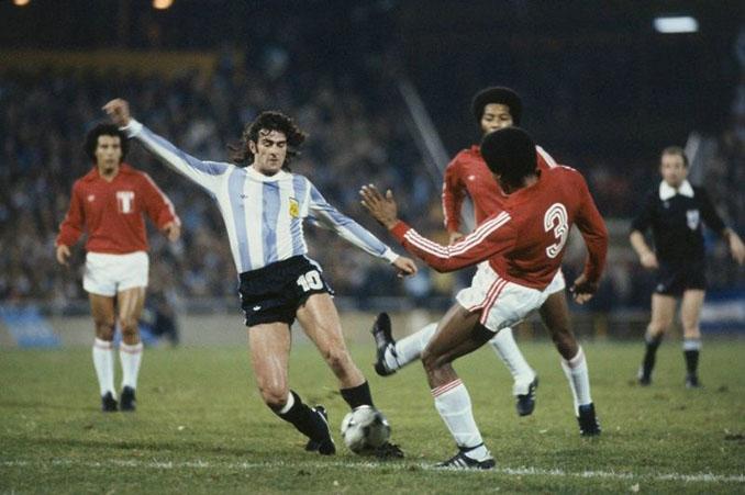 Kempes en el Argentina vs Perú del Mundial 1978 - Odio Eterno Al Fútbol Moderno
