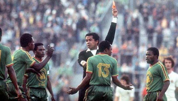 Jugadores de Zaire sorprendido por la expulsión de Mulamba - Odio Eterno Al Fútbol Moderno