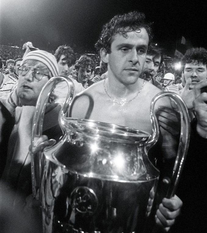 La cara de Platini demuestra que no fue una de los títulos más felices de su carrera - Odio Eterno Al Fútbol Moderno