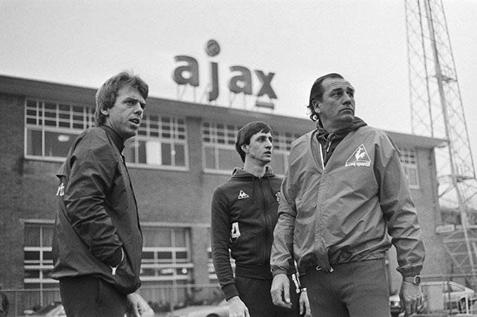 Leo Beenhakker y Johan Cruyff juntos en el Ajax de Ámsterdam - Odio Eterno Al Fútbol Moderno