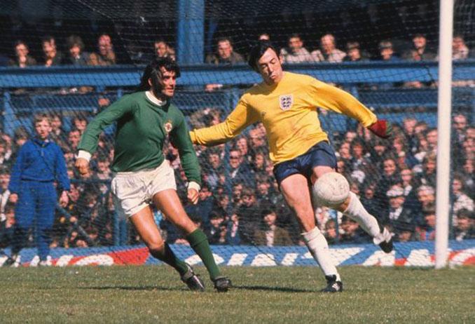 George Best hizo ante Inglaterra un gol anulado de bella factura - Odio Eterno Al Fútbol Moderno